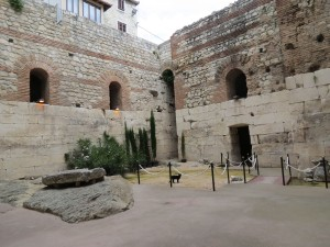 The setting: the exhibition was along the inside walls of an inner courtyard