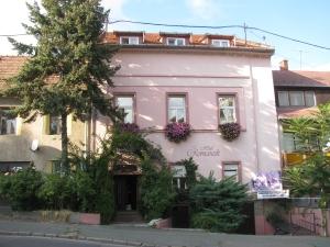 The attractive facade of Eger's Hotel Romantik