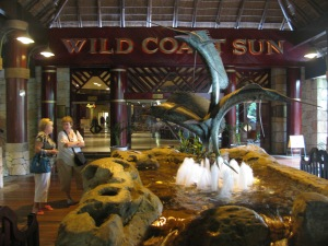 Sculpture of 3 intertwined marlins at the hotel entrance