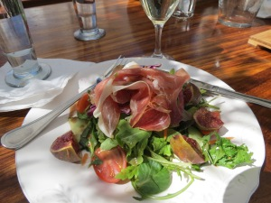 Ham and fresh fig salad