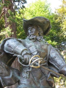 Statue of the famous French musketeer D'Artagnan