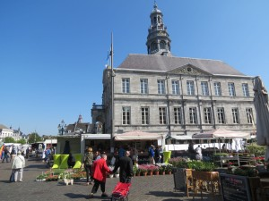 Stadhuis and Markt on market day