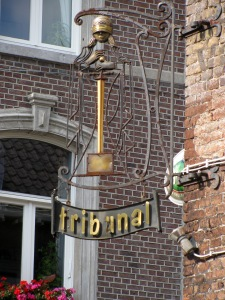 Tribunal Cafe sign